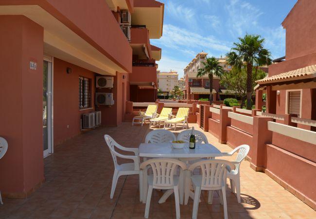 Apartment rental havnig terrace with multi-utiliy furniture - Resort Choice