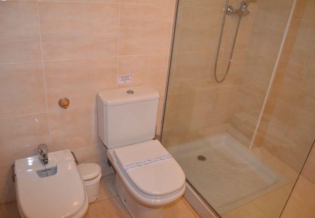 Spacious Bathroom with modern bathware - Resort Choice