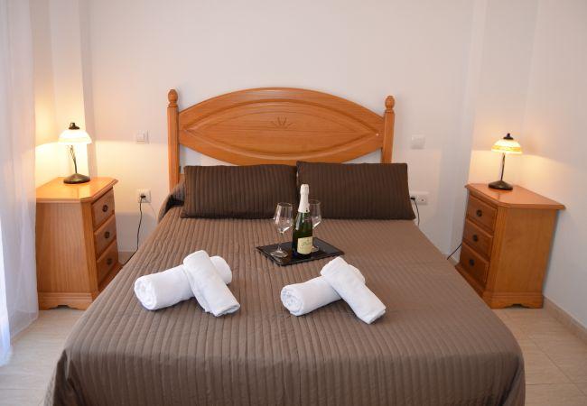 Spacoius double bed bedroom in Mar de Cristal - Resort Choice