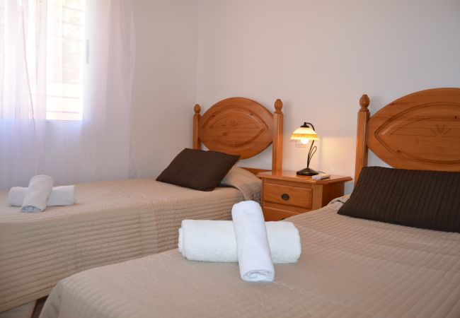 2 single bed bedroom in apartment rental - Resort Choice