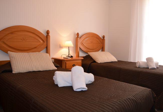 Spacious Bedroom having 2 single beds - Resort Choice