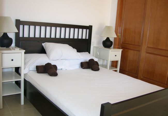 Spacious Double bed bedroom in Mar de Cristal apartment - Resort Choice