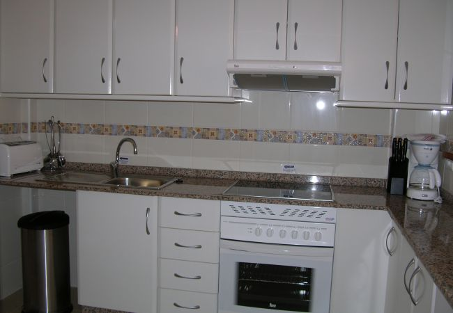 Modern kitchen with beautiful kitchenware - Resort Choice