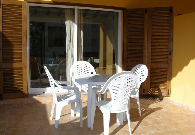 Terrace with well equipped seating - Resort Choice