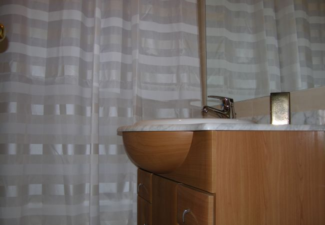Spacious and modern bathroom - Resort Choice