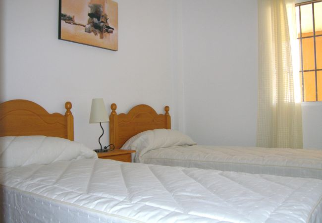 2 single bed bedroom in Mar de Cristal Apartment - Resort Choice