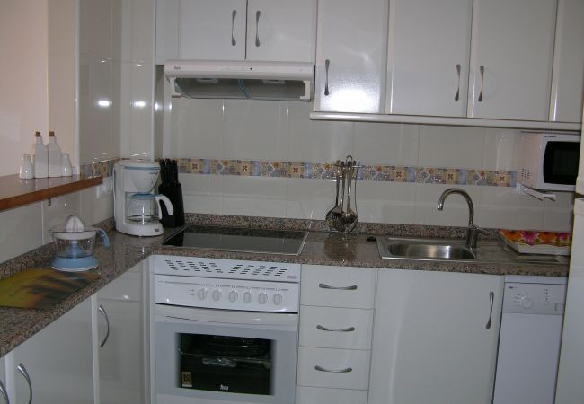 Spacious kitchen with modern kitchenware - Resort Choice