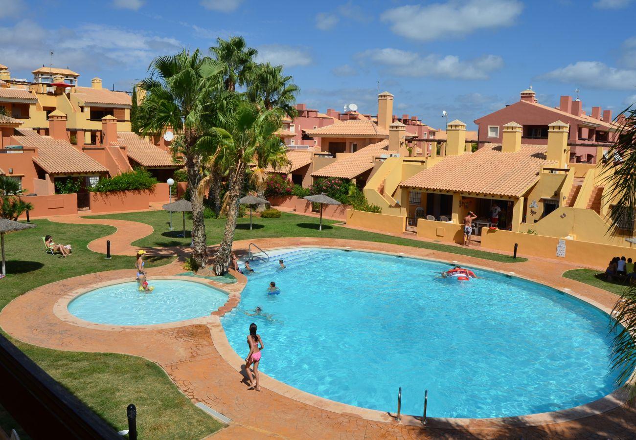Large communal swimming pool - Resort Choice