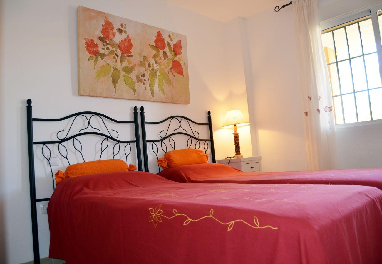 Luxurious 2 single bed bedroom - Resort Choice