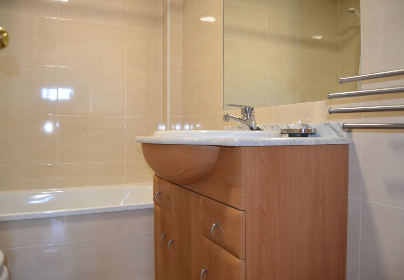 Spacious bathroom with modern bath ware and more services - Resort Choice