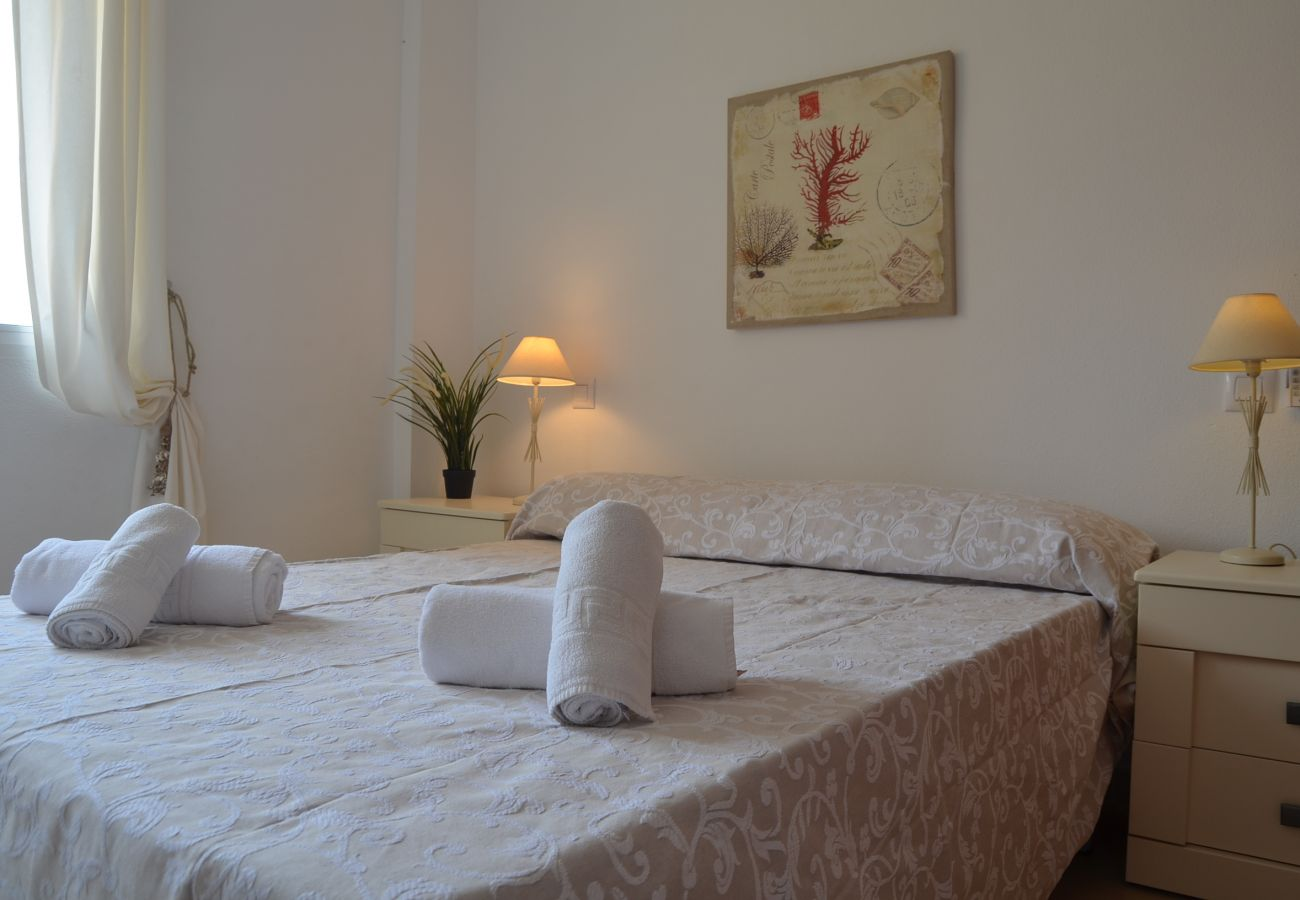 Double bed comfortable bedroom with beautiful interiors - Resort Choice