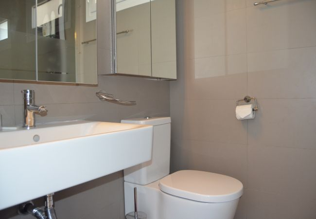 Large bathroom in arenales apartment - Resort Choice