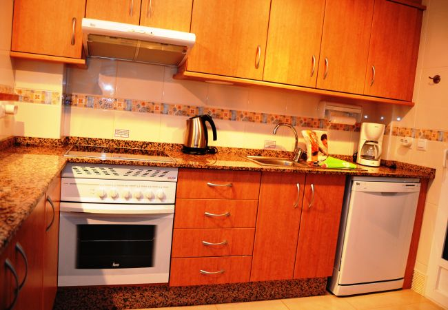 Spacious kitchen with modern kitchen appliances - Resort Choice