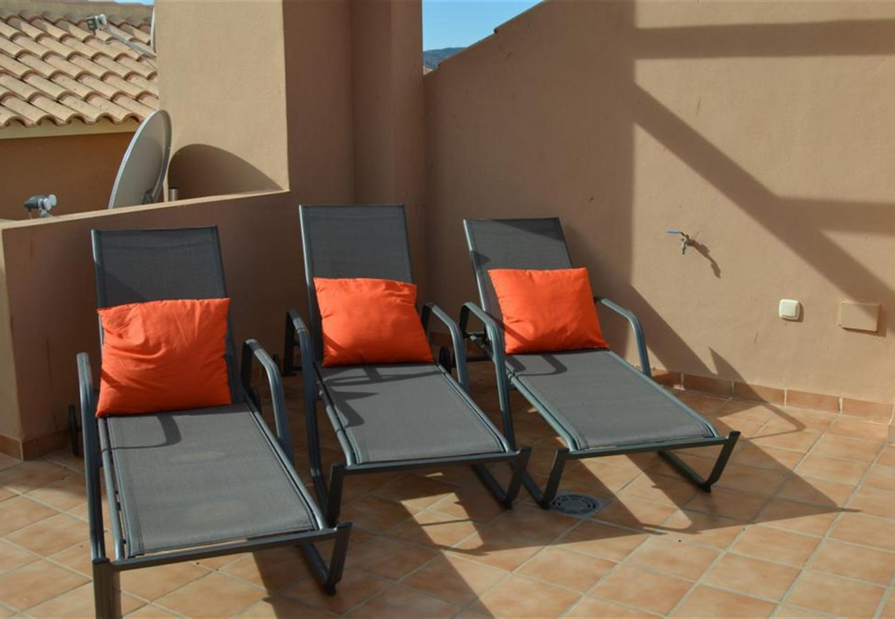 Roof terrace equipped with relaxation chairs - Resort Choice