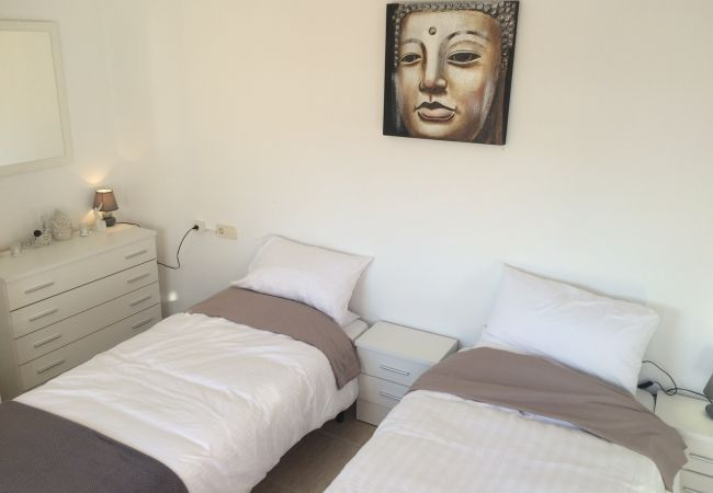 Beautiful single bedroom of La Vista apartment