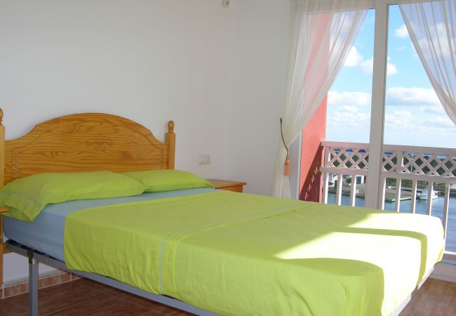 Double bed bedroom with amazing views from balcony - Resort Choice