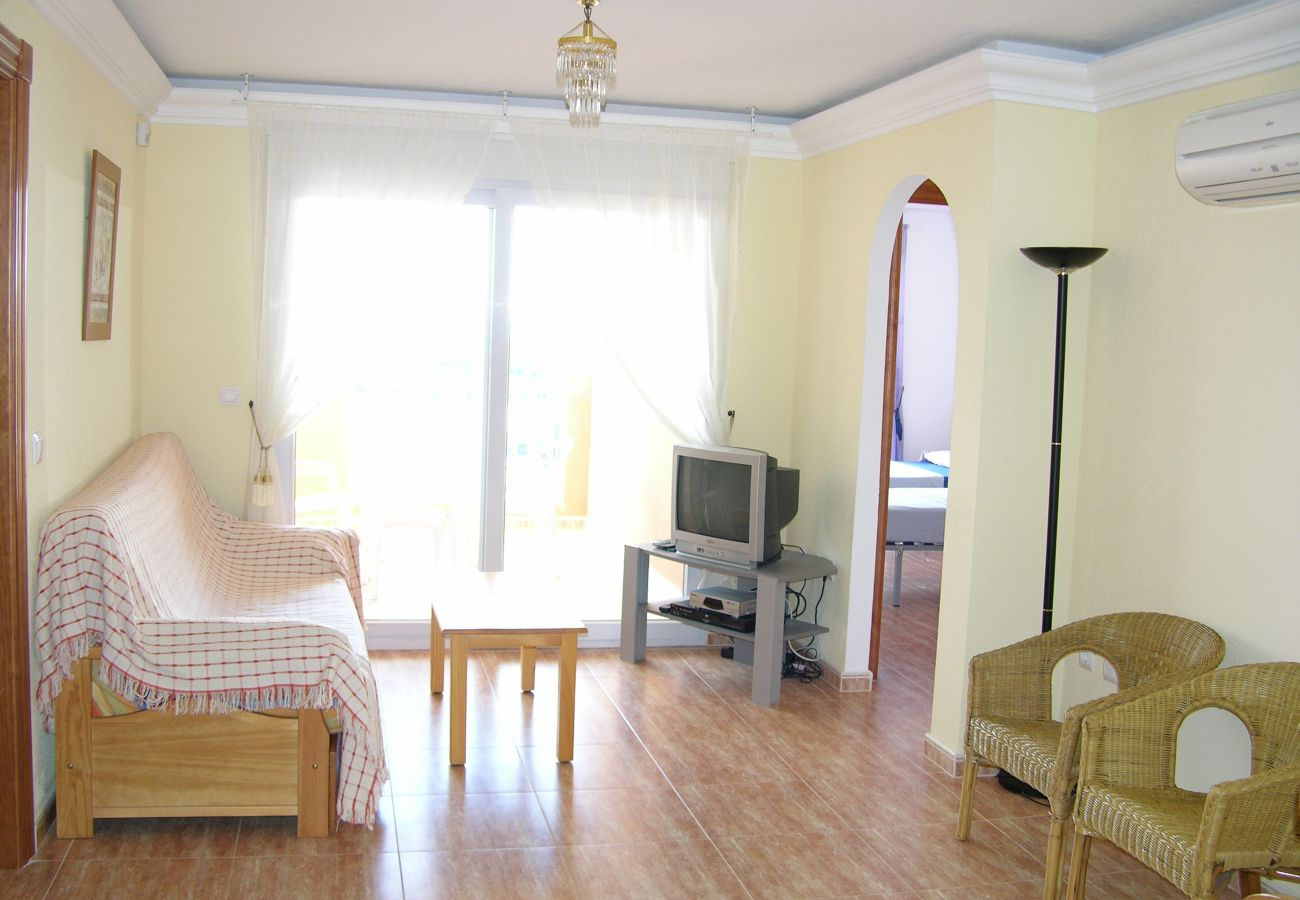 Spacious and bright living room - Resort Choice