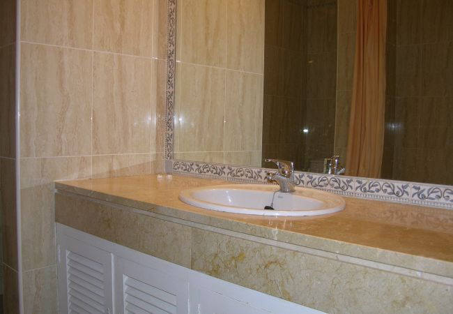 Spacious Bathroom with modern bathware - Resort Choice