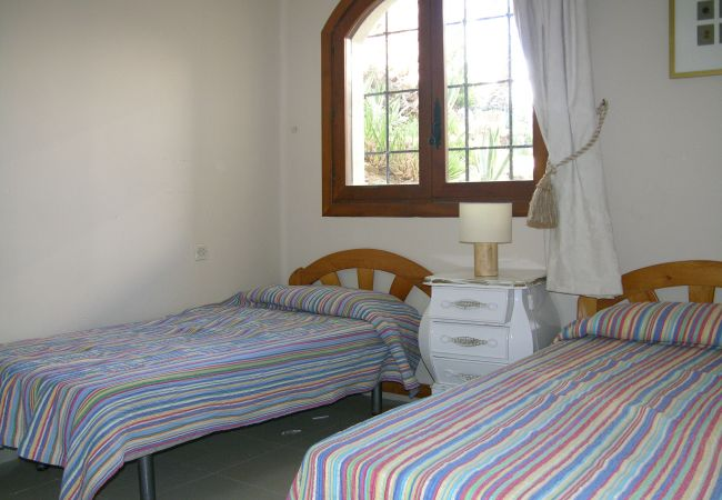 2 single bed spacious bedroom with beautiful interiors - Resort Choice