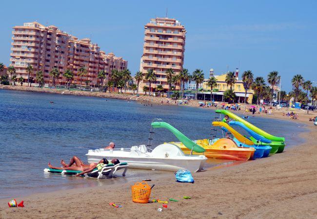 Boating, relaxation and water sports at La Manga Beach - Resort Choice