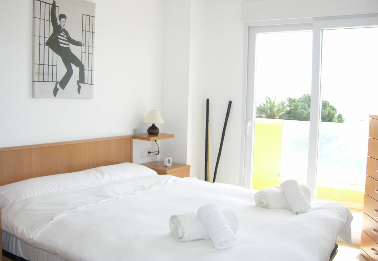 Double bed bedroom with modern furniture - Resort Choice