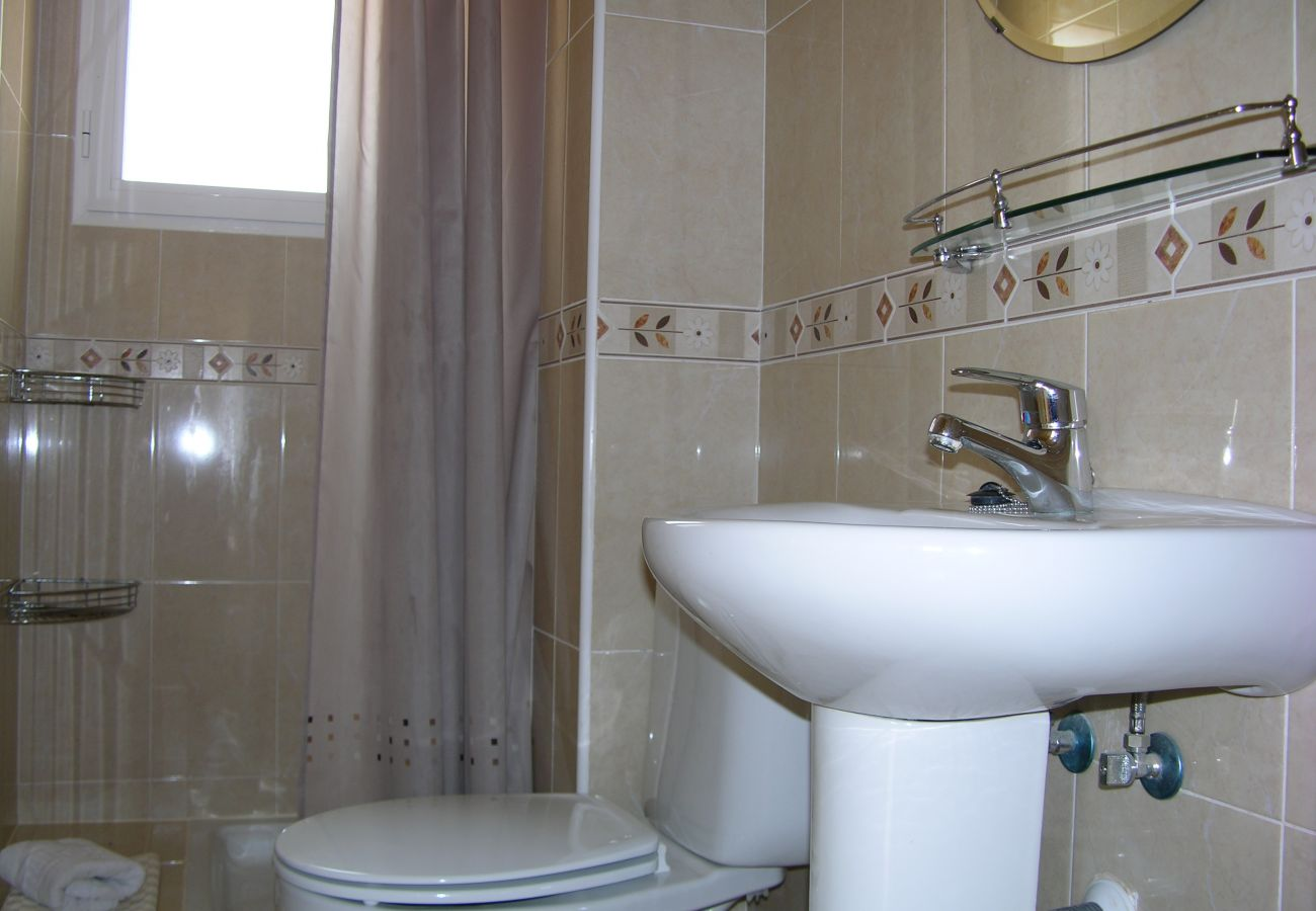 Fully Equipped Bathroom of Puertomar Apartment