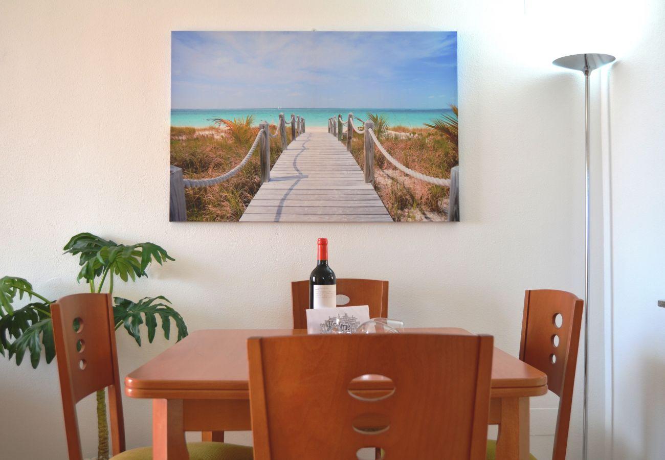 Beautiful Dining Room of Ribera Beach Apartment
