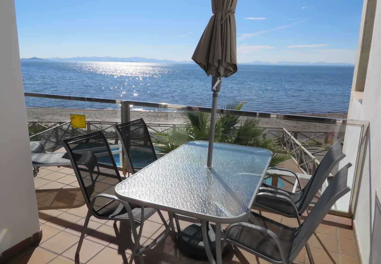 Terrace well equipped with table and chairs - Resort Choice