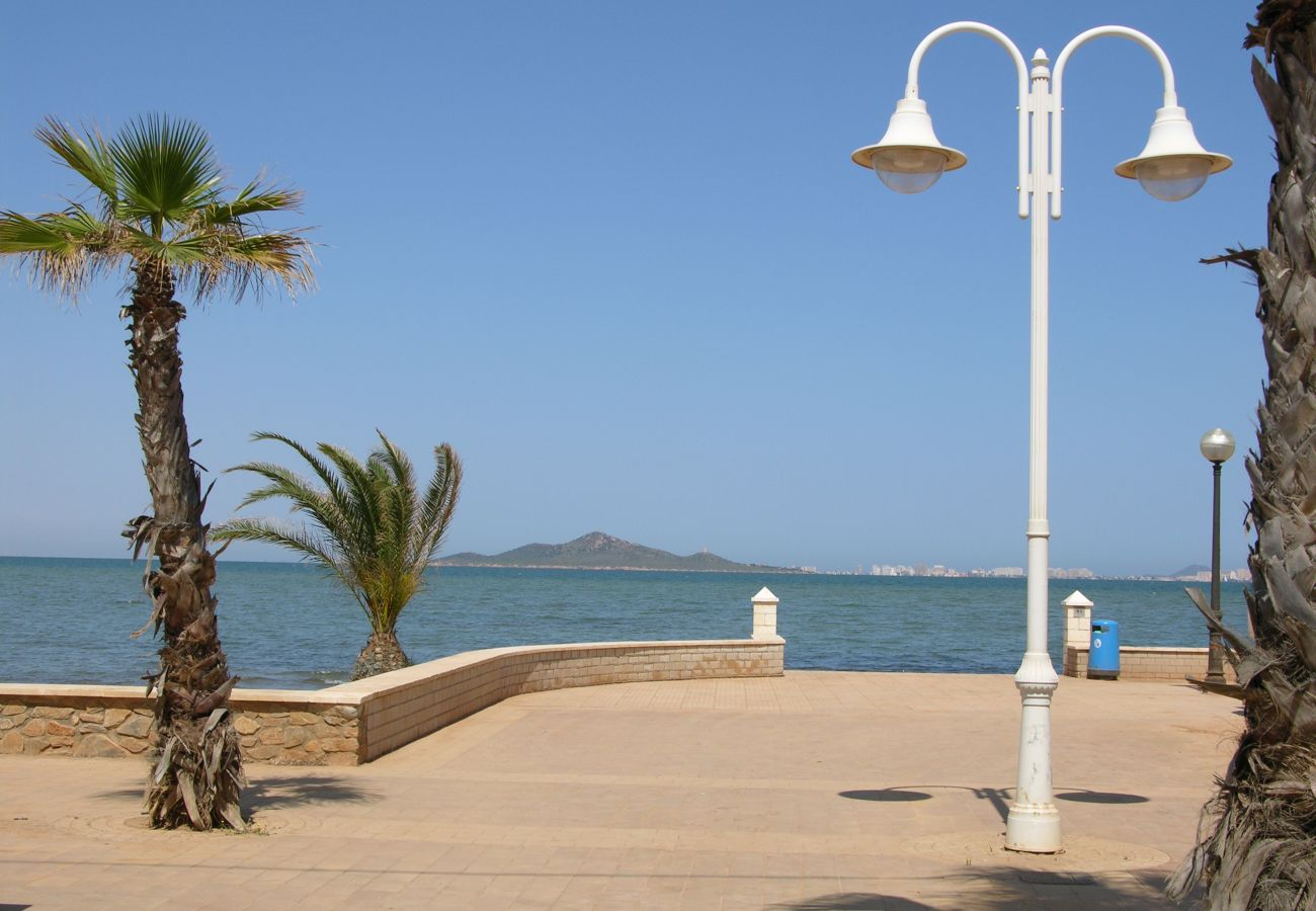 Los Nietos beach with public park - Resort Choice