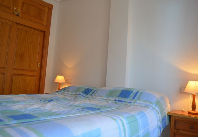 Double bed bedroom with lamps - Resort Choice
