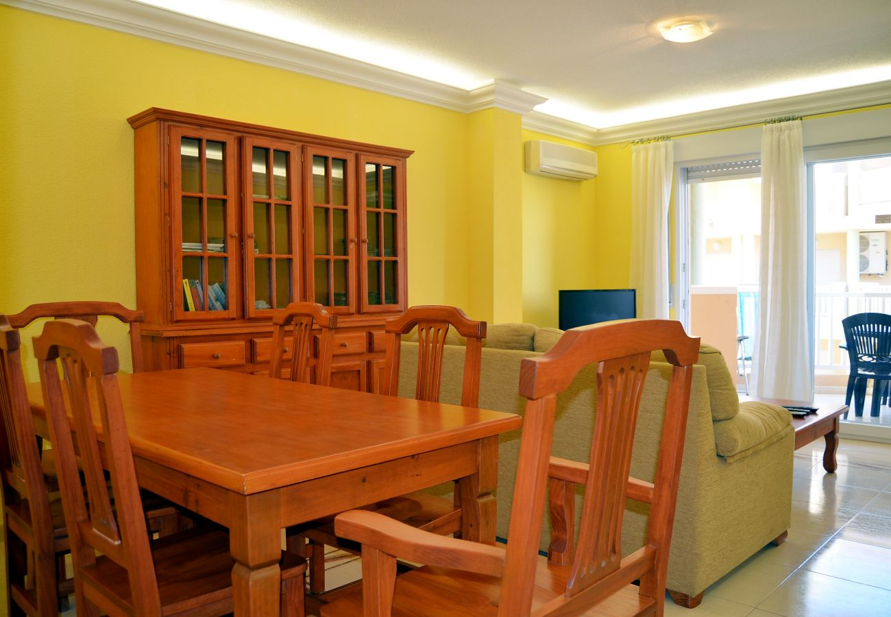 Well equipped dining area with modern dining furniture