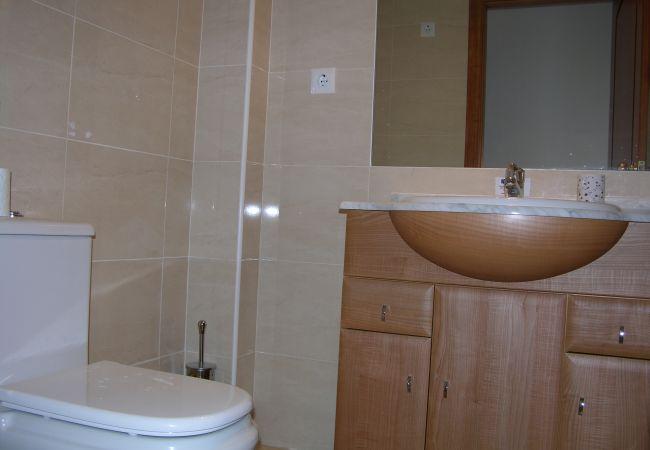 Spacious bathroom with modern appliances - Resort Choice