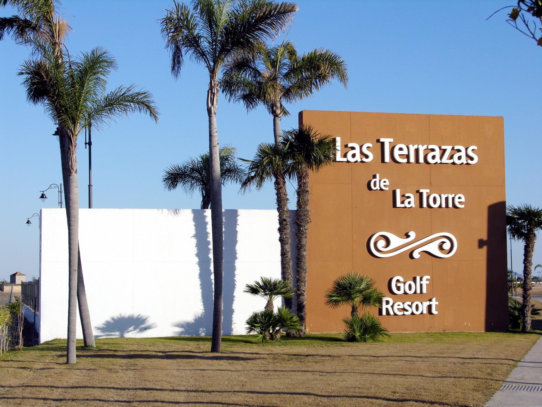 A modern first floor apartment for rental at golf resort - Fotos terrazas ...