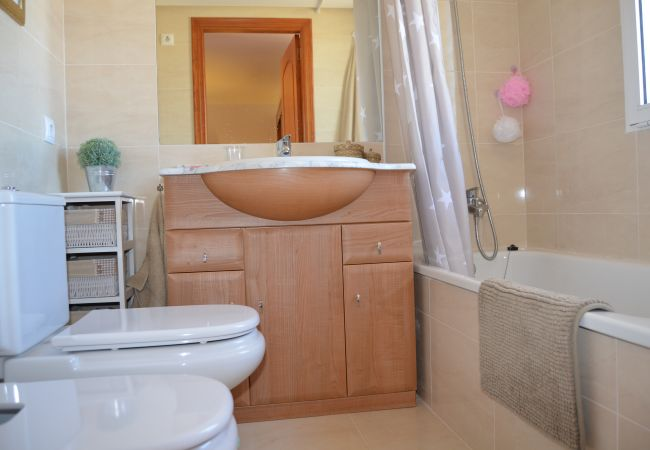 Luxurious bathroom with latest bath ware in house - Resort Choice