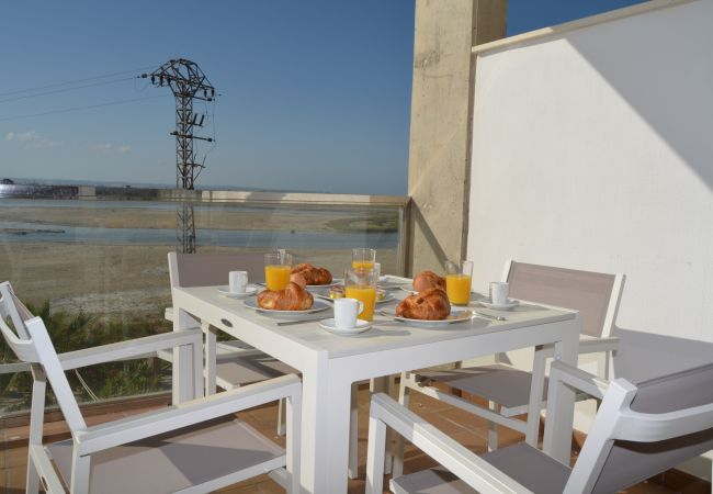 Balcony with Well equipped sitting area and beautiful views - Resort Choice