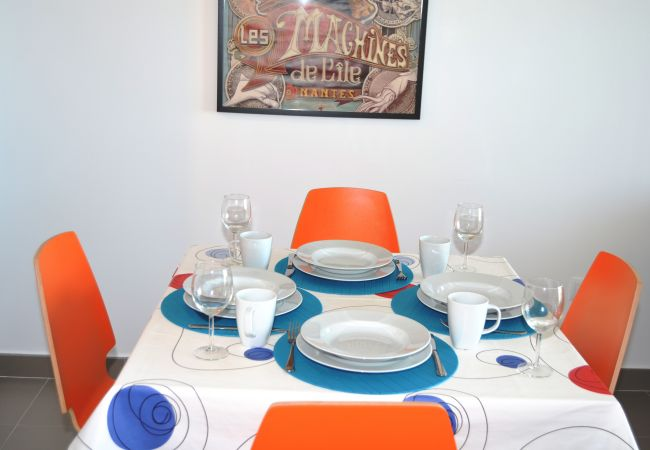 Spacious dining area in apartment rental - Resort Choice