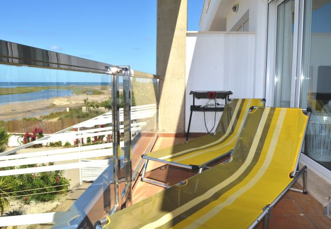 Balcony with relaxing chairs - Resort Choice