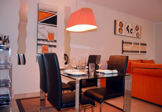 Modern Dining Room with comfortable dining furniture - Resort Choice