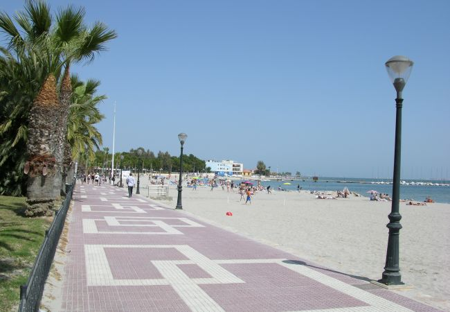 Beach promenade with gardens and public park - Resort Choice