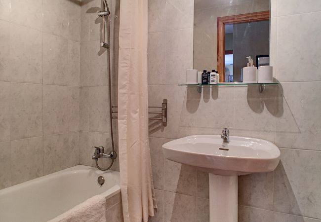 Bathroom with modern bathware - Resort Choice