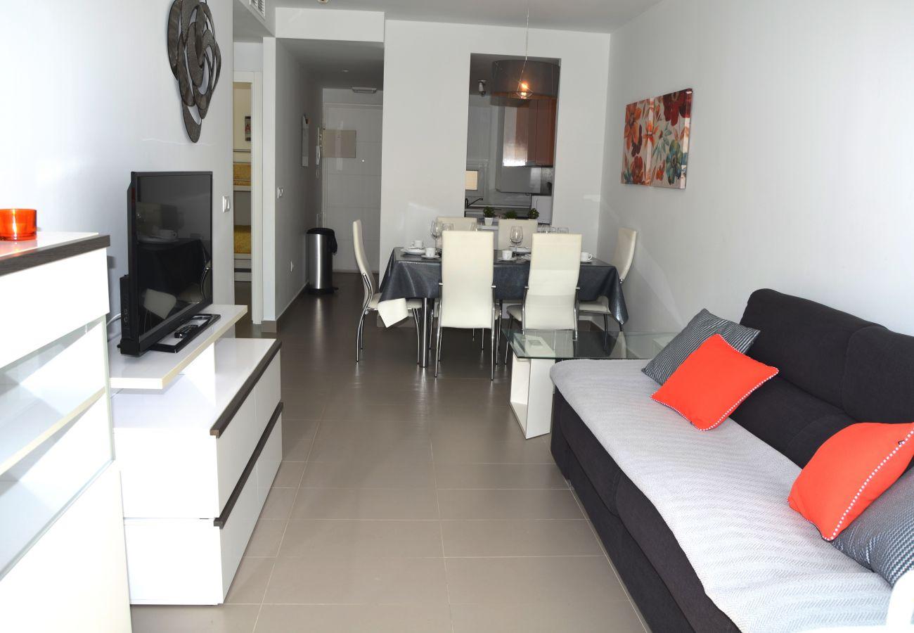 Spacious living room with comfortable sofa - Resort Choice