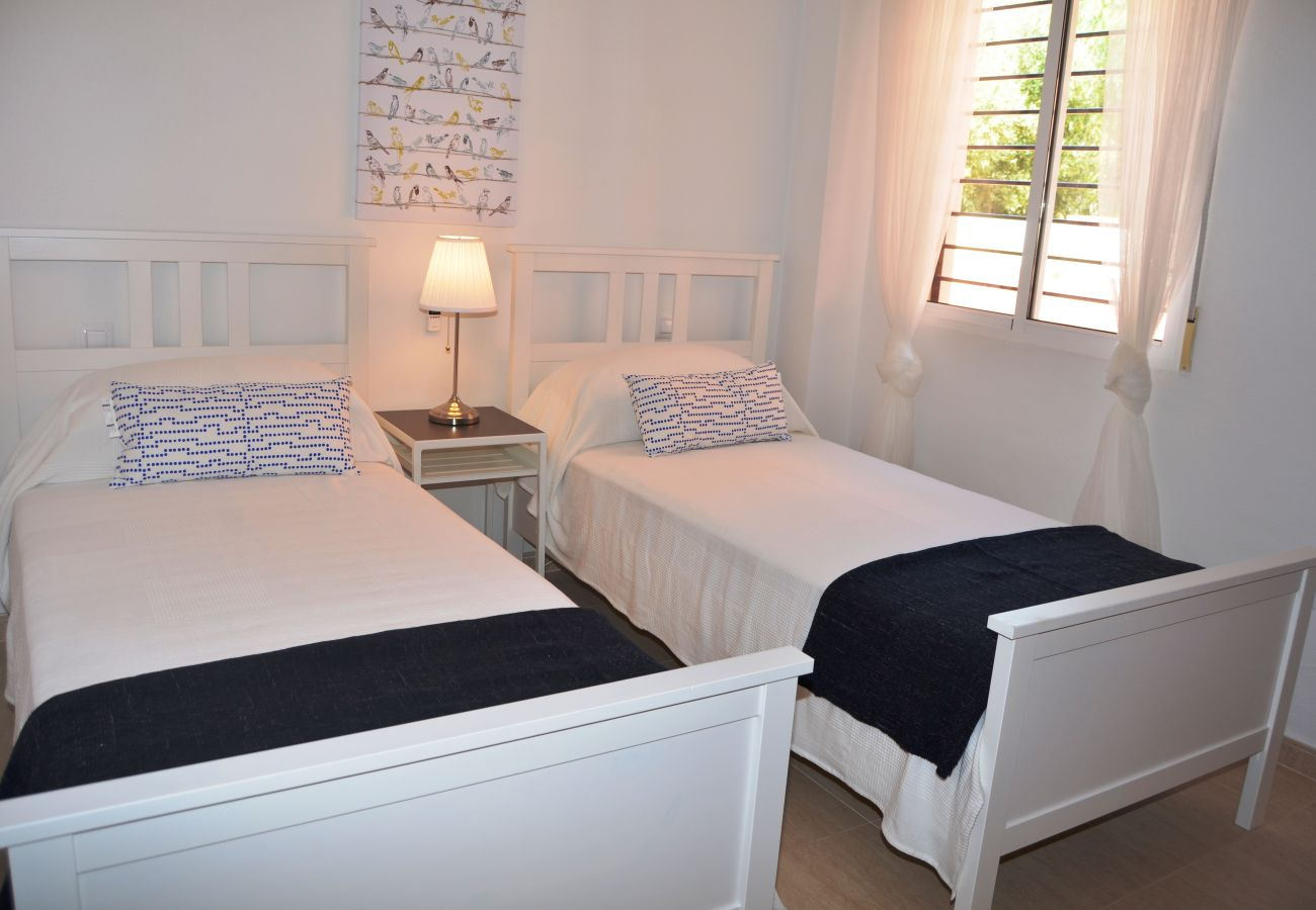 Spacious 2 single bed bedroom - Resort Choice