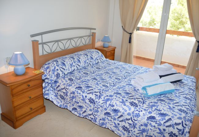 Spacious double bed bedroom - Resort Choice