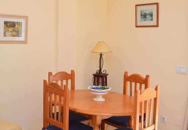 Spacious dining area well equipped - Resort Choice