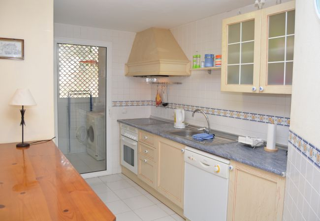 Spacious kitchen with modern appliances - Resort Choice