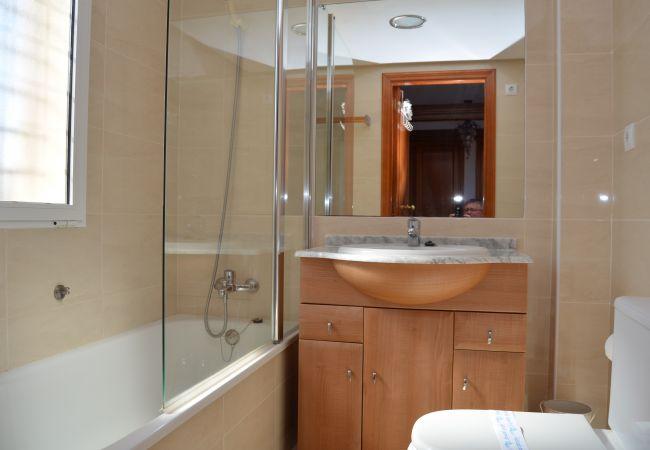 Spacious bathroom in house - Resort Choice
