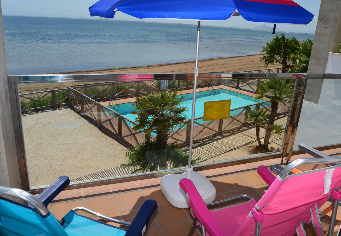 Large main bedroom balcony well equipped and seat area - Resort Choice